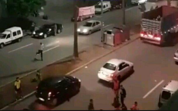 بالفيديو: خطير بسيدي عثمان.. حرب العصابات بشارع ابي هريرة و الساكنة تطالب بالأمن