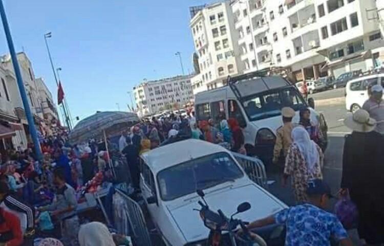 """فيديو: """"فراش"""" في كراج علال يرسل مقدمين إلى المستعجلات"""
