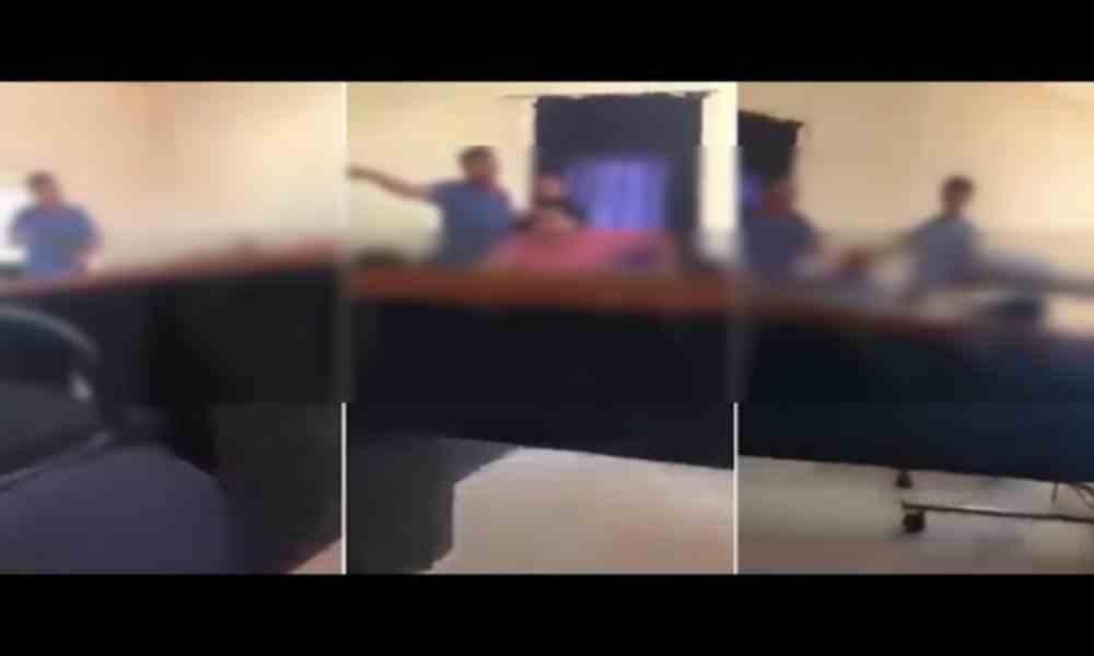 فيديو : مدير مستشفى يُهددُ بفضح طبيب تعمّد أخطاء طبية في عملياته الجراحية