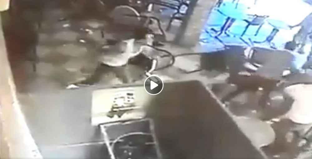 """السيبة …مجرم خطير مسلح بالقنيطرة يهجم على رواد مقهى """"ليون"""" بولاد عرفة"""