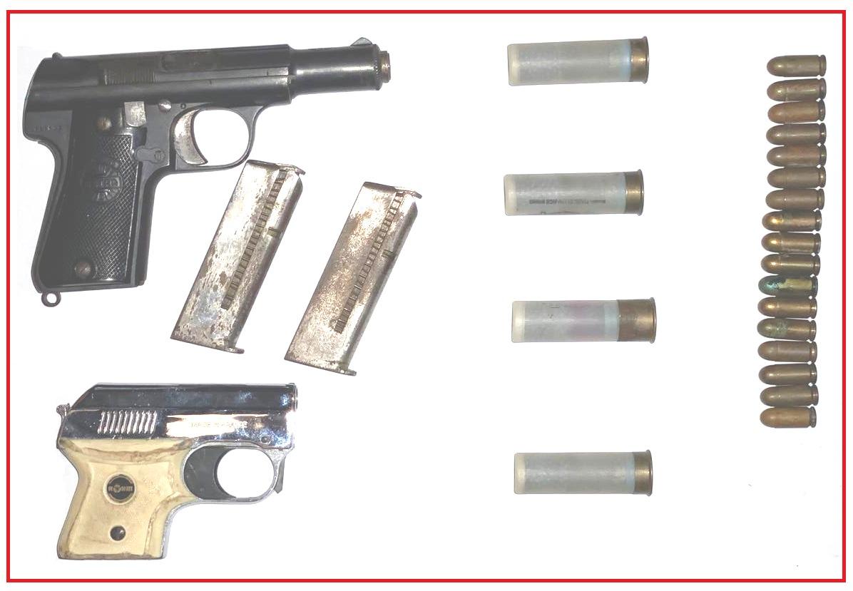 العثور على مسدسين و21 رصاصة بداخل منزل بمدينة مراكش.