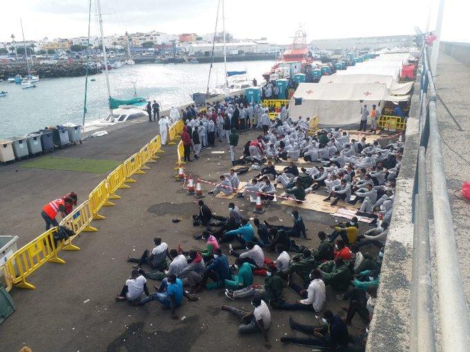 اعتقال 5 مهاجرين غير نظاميين مغاربة وصلوا إلى جزر الكناري بطريقة هوليودية